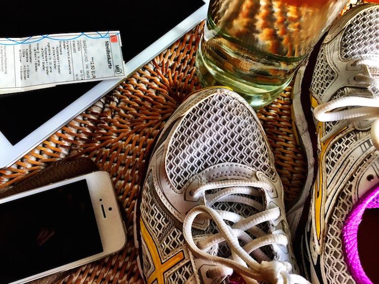 """Healthandthecity.de ist ein Blog für Menschen, die viel zu tun haben, und jeden Tag aufs Neue versuchen, das Beste draus zu machen. """"Gesundheit fürs mobile Leben"""" richtet sich an all jene, die gerne regelmäßig ein halbes Stündchen Zeit für sich haben, das aber keineswegs immer schaffen."""