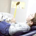 Karies und Milchzähne: Was Eltern wissen müssen
