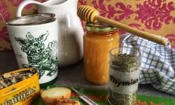 Zusammenstellung der besten Hausittel gegen Erkältung mit Thymian, Salbei, Zwiebeln, Honig und viel trinken auf healthandthecity.de
