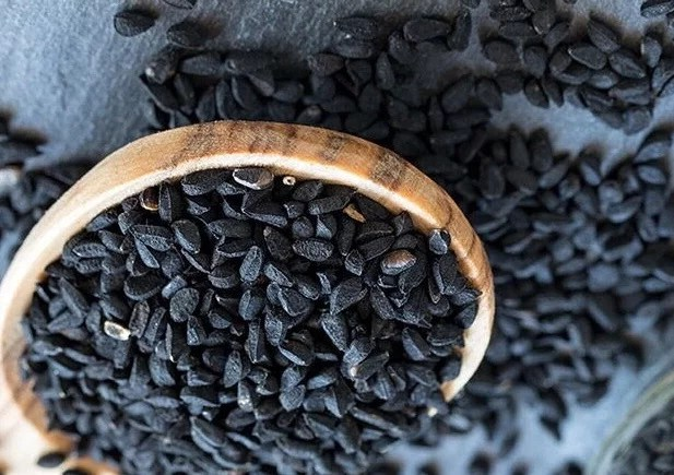 20 health benefits of black seed and honey