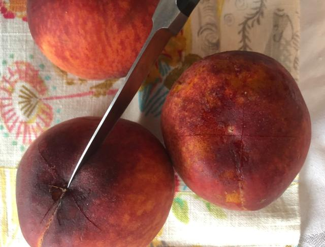 cross slicing peaches before boil
