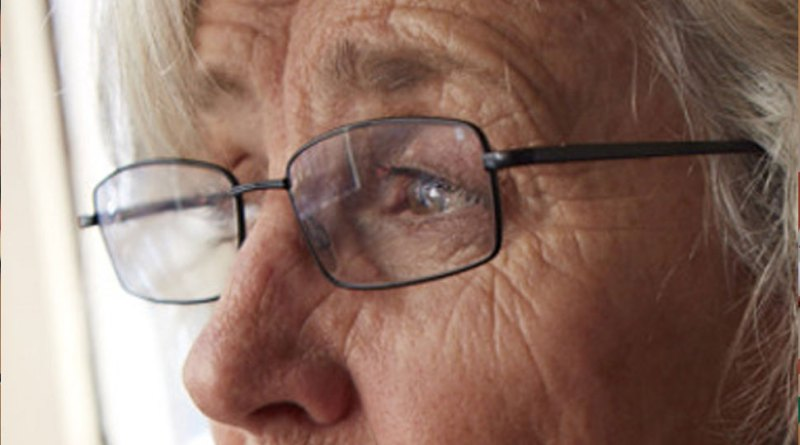 बुजुर्गों को अंधा कर सकती है आंख की यह बीमारी