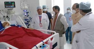 मुख्यमंत्री श्री चौहान ने लखनऊ पहुँचकर राज्यपाल श्री लालजी टंडन के स्वास्थ्य की जानकारी ली