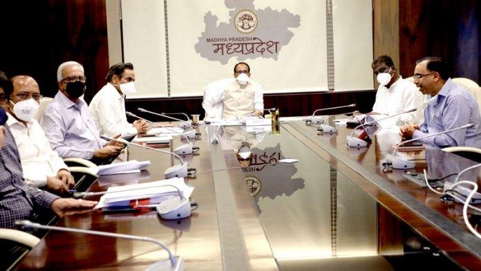 संकट एवं परीक्षा की घड़ी है, पूरे धैर्य, संयम एवं आत्म-विश्वास से कार्य करें : मुख्यमंत्री श्री चौहान