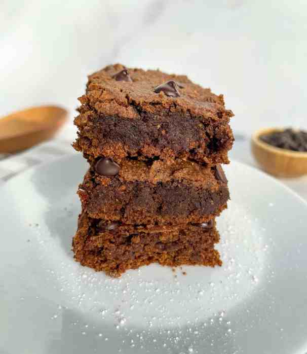 gooey and healthy vegan gingerbread protein blondies