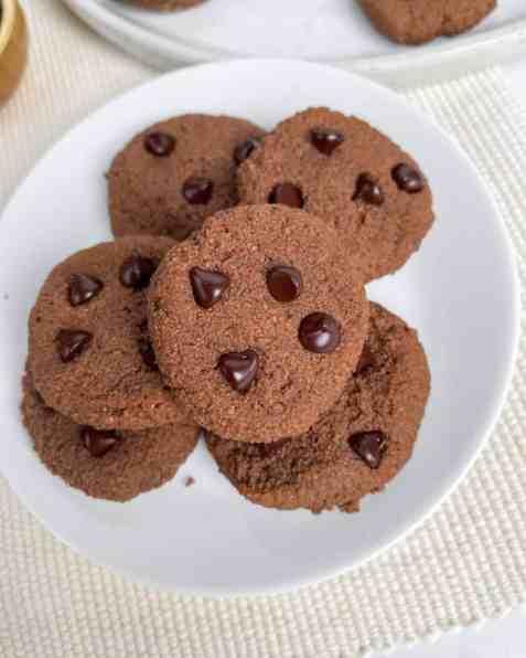 Healthy grain free coconut chocolate fudge cookies. Paleo, easy, low carb. Recipe by Healthful Blondie.