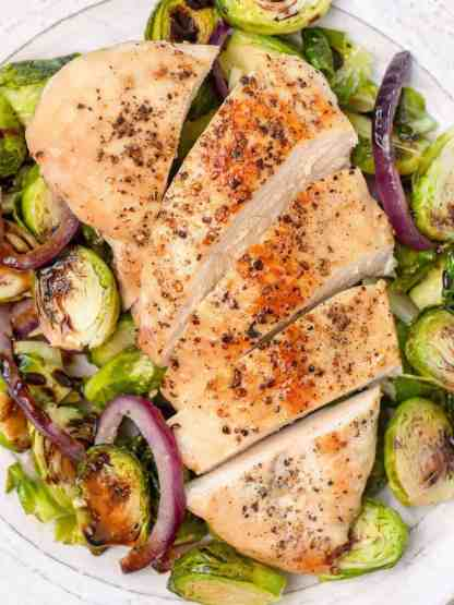 Best ever easy sheet pan dinner! Oven roasted balsamic glazed chicken with crispy brussel sprouts - recipe by Healthful Blondie
