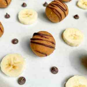Easy, delicious and healthy no bake peanut butter banana bread bites. Made with only good for you ingredients, this healthy snack, breakfast, and dessert is vegan, grain free, sugar free, and gluten free. Recipe by Healthful Blondie.