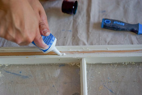 Here's a step-by-step tutorial for how to revitalize and repurpose an old window. It's simpler than you may think, and makes for a unique, farmhouse-style decor piece.