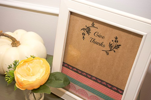 This adorable Thanksgiving picture frame craft is so simple to make and a great reminder of everything we have to be thankful for. It's a great activity to get the kids involved with!