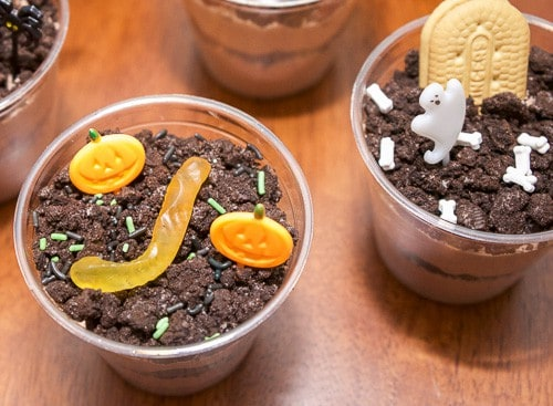 Check out these adorable Halloween dirt pudding cups. The pumpkin patch and graveyard cups are a fun, easy, and spooky Halloween treat.