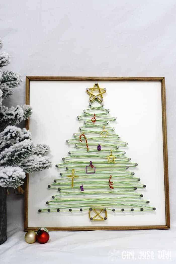 It's the most wonderful time of the year! Here are 5 fantastic outdoor Christmas crafts that you can display this coming holiday season.