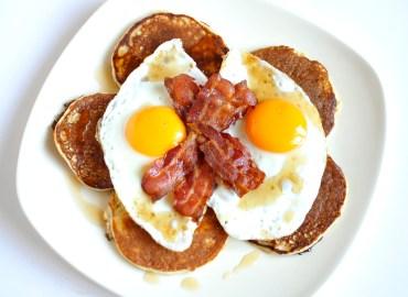 Eiwit pannenkoeken met ei en spek