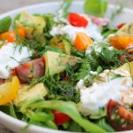 Frisse-salade_met_gekleurde_tomaatjes_en_huttenkase