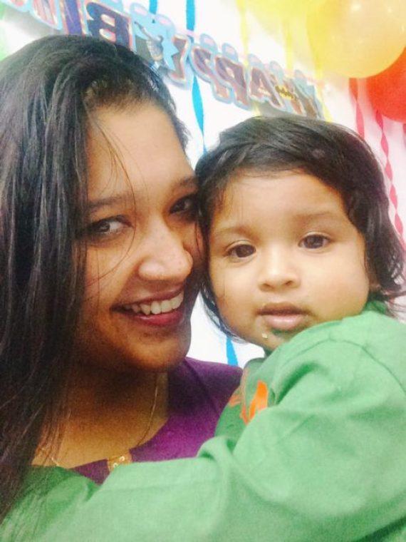 Mompreneur Tina Basu with llittle Bluey
