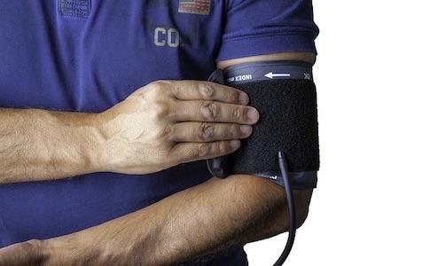左右の腕で血圧に差がある?15mmHg以上だとやばいみたいですよー
