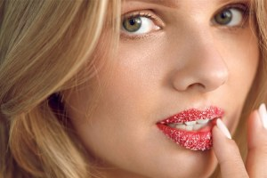 25 Natural Remedies And Tips To Get Rid Of Dark Lips