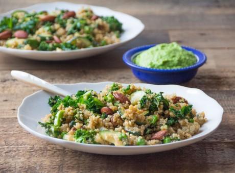 Recept: quinoaschotel met erwtjes en amandelen