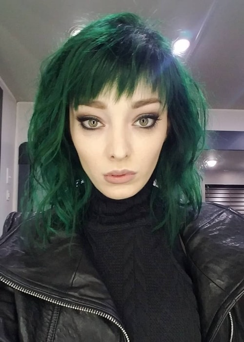 Emma Dumont Height Weight Age Body Statistics Healthy