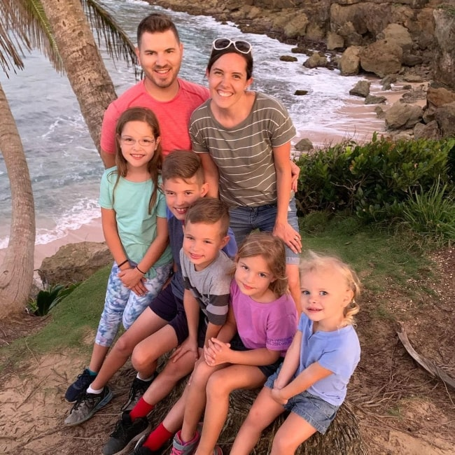 Elise Johnston with her father Jeremy and mother Kendra as well as her siblings Isaac, Caleb, Laura, and Janae in February 2020