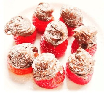 spoil the kids with strawberries covered in chocolate. easy sweet dessert. #chocolate #chocolatestrawberry #easydessert #simplerecipe