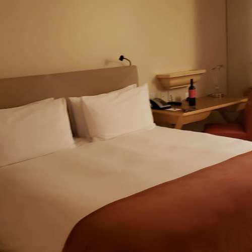 TAJ CAMPTON PLACE HOTEL ROOM