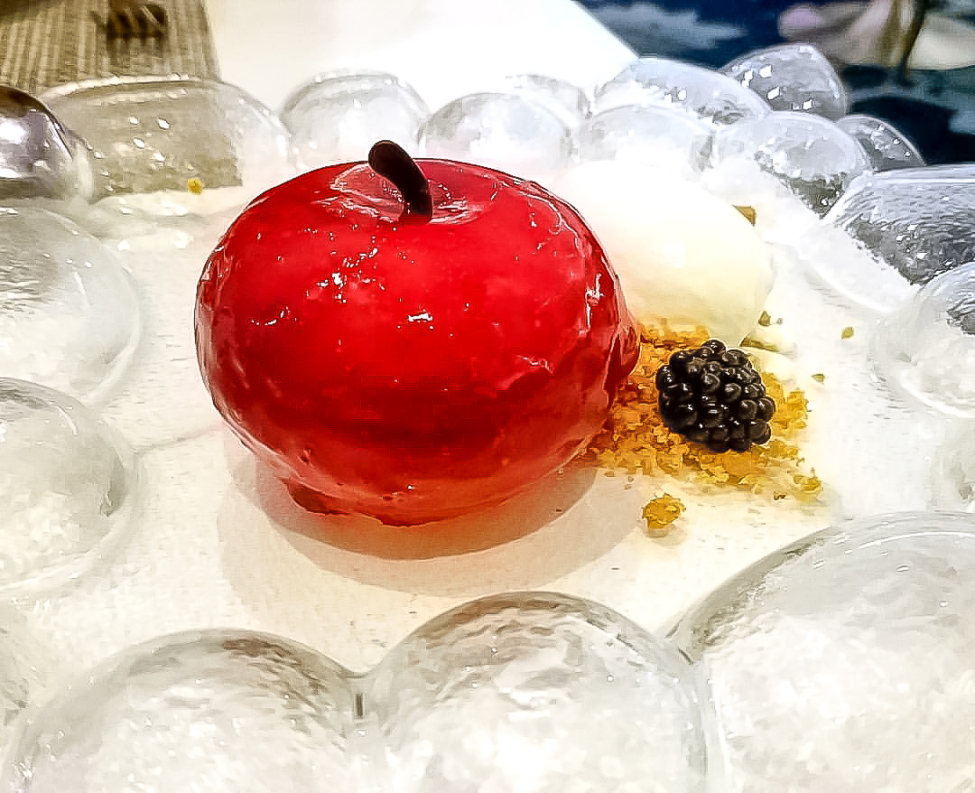 harmony of the seas, wonderland restaurant, desserts, forbidden apple