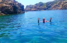 swimming in roses , family , travel blogger