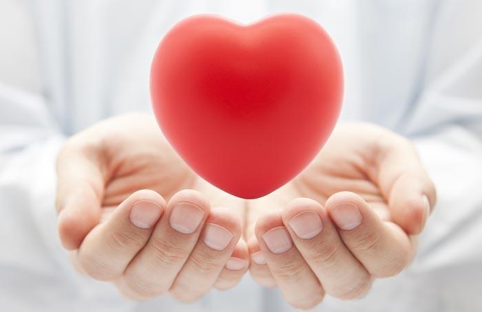 biotine pour la santé du coeur &quot;width =&quot; 700 &quot;height =&quot; 454 &quot;data-recalc-dims =&quot; 1 &quot;/&gt; </a> </p> <h3> 4) Santé cardiaque </h3> <p> Obtenir suffisamment de biotine est idéal pour protéger votre cœur contre des maux tels que l&#39;inflammation, les crises cardiaques, les accidents vasculaires cérébraux et l&#39;athérosclérose &#8211; les causes courantes de maladie cardiaque. </p> <p> La biotine est efficace car elle augmente le bon cholestérol tout en abaissant les niveaux de mauvais cholestérol. Obtenir suffisamment de biotine est particulièrement important pour ceux qui souffrent de diabète, car ces patients sont plus susceptibles de développer une maladie cardiaque. </p> <h3> 5) Système nerveux </h3> <p> Le système nerveux repose sur la biotine, car il joue un rôle important dans la stimulation de l&#39;activité des neurotransmetteurs et la délivrance de signaux nerveux. Les vitamines B agissent de concert pour améliorer la mémoire et prévenir le développement de la démence ou de la maladie d&#39;Alzheimer. </p> <h3> 6) Thyroïde </h3> <p> Les suppléments de biotine combinent tout le spectre des vitamines b pour protéger contre la fatigue surrénale et pour stimuler l&#39;activité régulière de la thyroïde. </p> <p> Ces deux zones de votre corps sont extrêmement importantes car elles sont responsables de nombreuses fonctions dans votre corps, telles que l&#39;énergie, l&#39;humeur, les signaux de douleur, le sommeil et la faim. </p> <p> Les personnes déficientes en vitamines b peuvent subir une perturbation dans les zones susmentionnées et peuvent éprouver des effets secondaires désagréables comme un gain de poids, des problèmes de sommeil, de fatigue et une perte ou un gain de poids. </p> <h3> 7) Muscles </h3> <p> La biotine agit également sur le corps au niveau musculaire, contribuant à la protection et au développement des muscles et des tissus. </p> <p> Ceux qui subissent une lésion musculaire peuvent aider à réparer et à rec