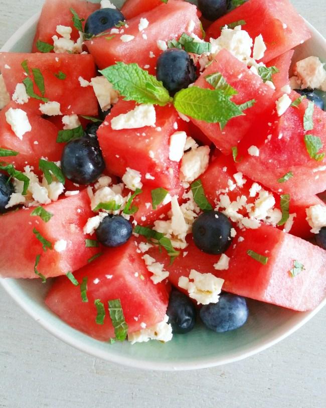 Watermeloensalade met bosbessen, munt en feta 3