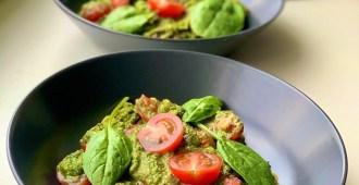 Glutenvrije pasta met romige spinazie-avocado saus