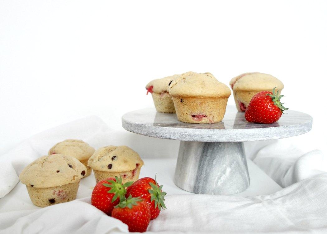 Muffins met een choco-aardbei vulling