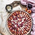 Gluten-free plum pie with vanilla cream | Healthy Goodies by Lucia