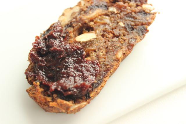 fruitbread with plum jam - www.healthyhappysteffi.com