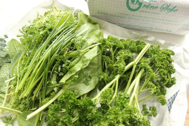Grüne Soße Kräuter - www.healthyhappysteffi.com