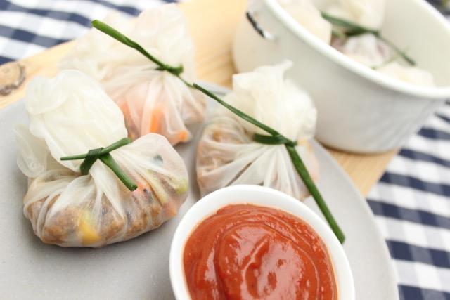 vegan & nachhaltig picknicken - Reispapier-Säckchen mit Sojaschnetzel - www.healthyhappysteffi.com