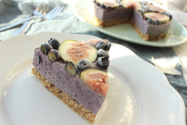 Heidelbeer-Feigen-Torte - vegan, glutenfrei, zuckerfrei, rohköstlich - 1 Jahr HealthyHappySteffi- www.healthyhappysteffi.com
