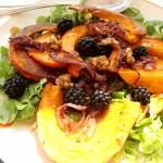 Spätsommerlicher Salat mit Kürbis und Brombeeren
