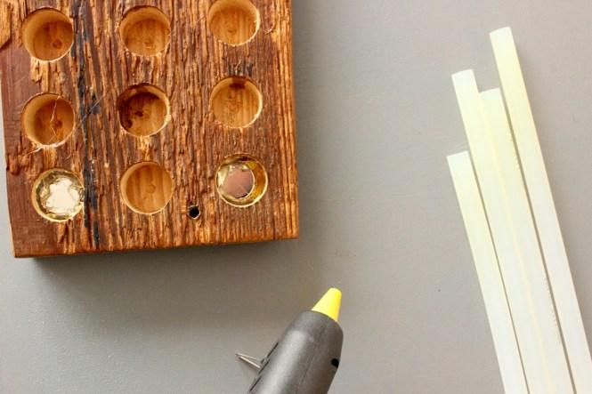 Magnete für Messerleiste am besten mit Heißkleber befestigen