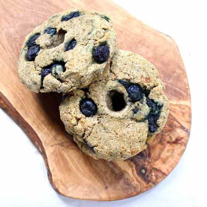 Paleo Wild Blueberry Bagels | Healthy Helper @Healthy_Helper Looking for a dense, doughy bagel fuel your morning? These sweet blueberry bagels are exactly what you need! Paleo, gluten-free, and vegan too!
