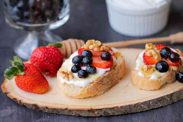 Whipped Cottage Cheese with Berries Crostini | Healthy Helper @Healthy_Helper
