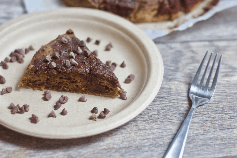 Fudgy Fig Cake with Chocolate | Healthy Helper @Healthy_Helper Super soft and fluffy Fudgy Fig Cake filled with the sweetness of figs and the richness of chocolate swirls! This vegan, gluten-free treat is full of fruity flavor and has no added sugar. Healthy enough to have your cake and eat it too.