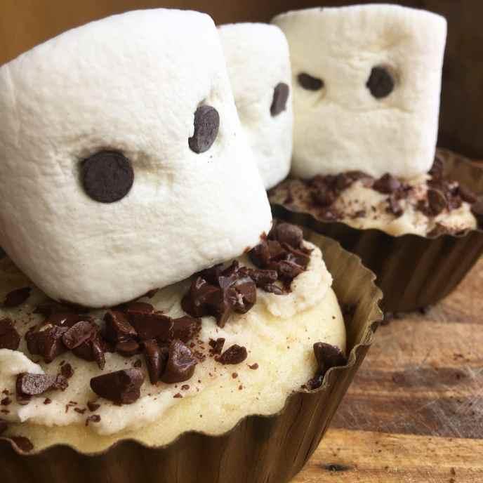 DIY Healthyish Ghost Cakes for Halloween