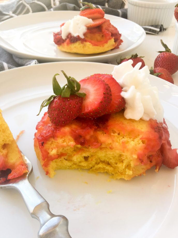 Memorial Day Baking, Healthyish Lemon Cakes with Strawberry Compote