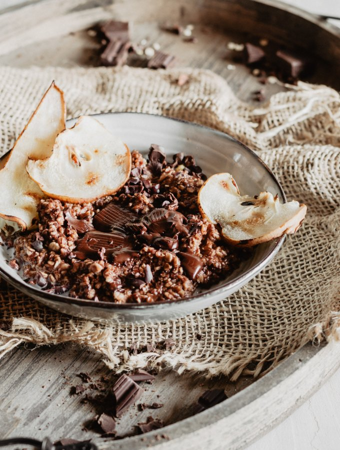 CHOCOLATE PEAR OATMEAL / WITH GRILLED CARAMELIZED PEAR