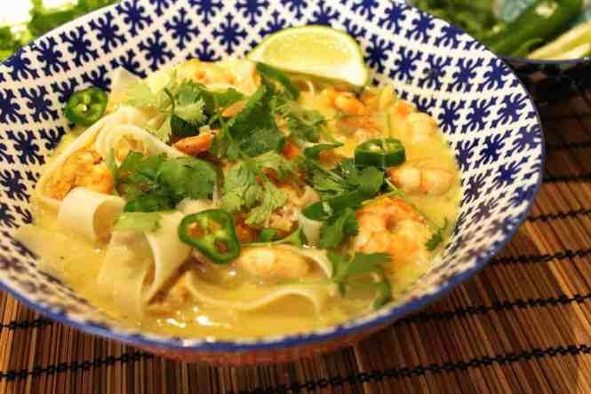thai noodle soup front view small edit