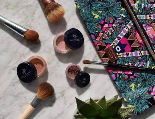 Reviews and pictures of Savvvy Minerals by Young Living talc-free paraben free mineral makeup blushes and eyeshadow in Passionate, Smashing and Diffused. The colors are beautiful and consistency is similar to BareMinerals.