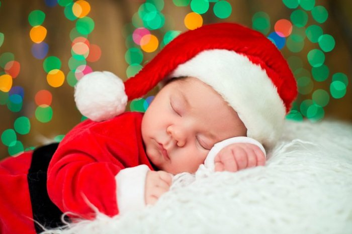 Relaxing and Fun Ideas for Christmas with a Newborn!