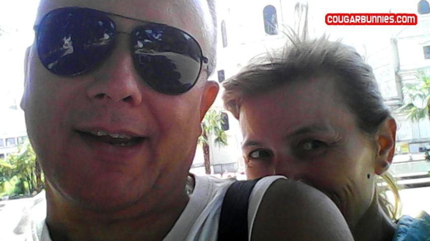 1280x720-cougarbunnies-selfie1