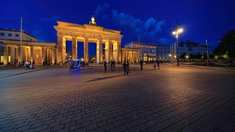 berlin-brandenburg-gate-building-1114892 (1).jpg